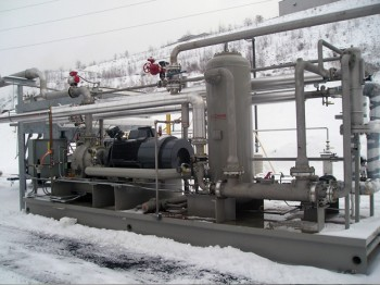 High efficiency oil separators and exchangers at a gas booster site