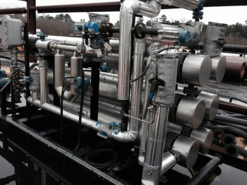 Special compact but large temperature cross over exchanger package for oil fractioning facility